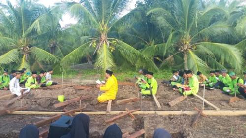 Diawali dengan Membaca Yasin dan Doa Bersama, SMK Anksa Inhil Letakkan Tongkat Pertama Pembangunan Asrama Santri