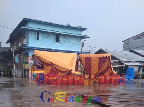 Petir dan Angin Kencang Datang Saat Lomba Mancing di Laut Sinaboi