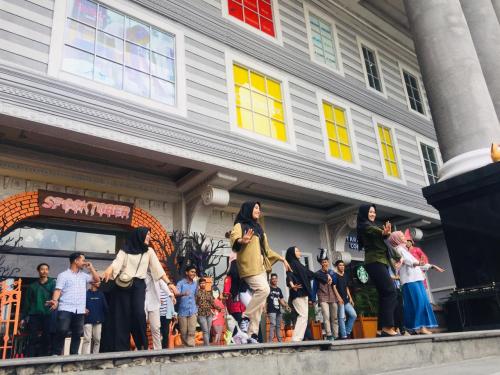 Memeriahkan HUT Pelalawan dari Perantauan, IPMR-KP Yogyakarta Tampilkan Flashmob Tari Bono di Jogja City Mall
