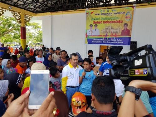 Peringati Hari HKN, Ribuan Masyarakat Siak Senam Sehat di Taman Tengku Mahratu