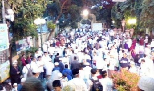 Tak Ada Sampah Usai Shalat Subuh Berjamaah Ribuan Umat islam di Masjid Sunda Kelapa