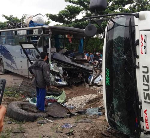 Kecelakaan Melibatkan Bus PT Rapi dan Truk di Palas Pekanbaru, Tiga Orang Putus Jari