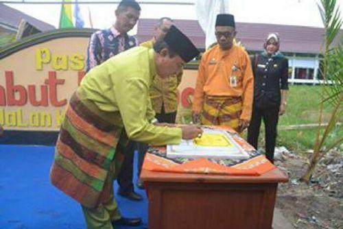 HM Wardan Resmikan 336 Los di Pasar Umbut Kelapa Tembilahan