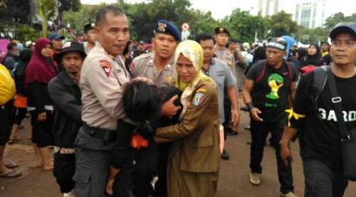 Goriau Tragis Demo Ke Istana Menuntut Diangkat Jadi Pns 5 Guru