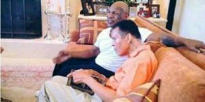Foto 2 Petinju Legendaris Dunia Sedang Baca Alquran Hebohkan Netizen