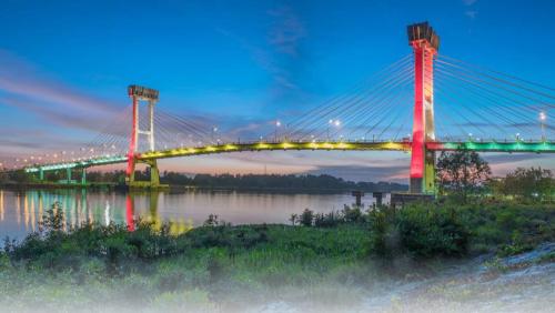 Indahnya Jembatan Tengku Agung Sultanah Latifah saat Malam Hari