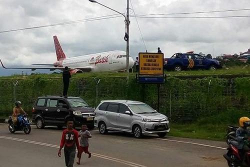 Pesawat Batik Air Tergelincir Saat Akan Take Off
