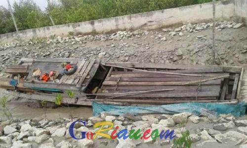 Pompong Bermuatan 7 Kubik Kayu Olahan Tanpa Dokumen Diamankan di Perairan Serapung