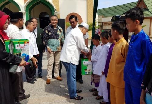 Remaja Masjid Agung Darul Ulum Selatpanjang Taja Sunat Masal dan Santunan Kaum Dhuafa