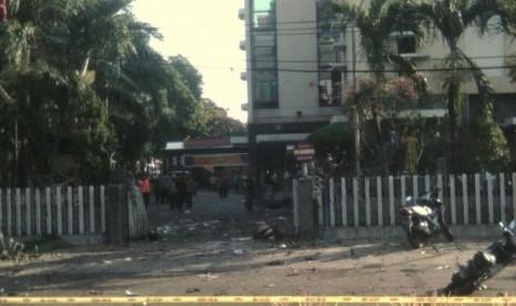 Bom Meledak di Gereja Santa Maria Surabaya, 2 Tewas dan 13 Terluka, 2 Polisi Jadi Korban
