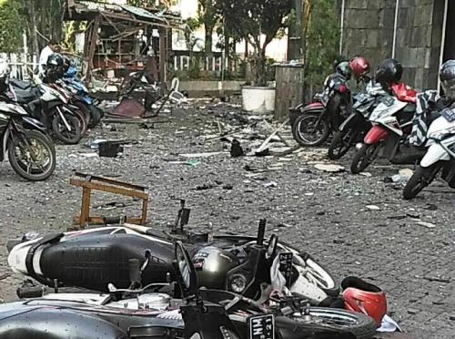 Saksi Mata Sebut Bom Meledak Saat Satpam Cegat 2 Wanita dan Anaknya di Depan Gereja GKI