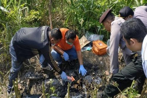 Wanita Berkaos POLISI Ditemukan Tewas Terpanggang