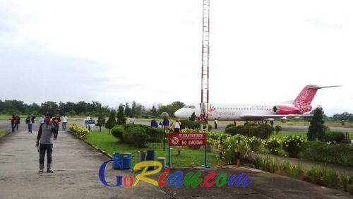 Baru Saja, Penumpang Maskapai Transnusa Mendadak Turun dari Pesawat di Bandara Pinang Kampai Dumai Sebelum Terbang