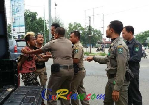 Jalan Lintas Sumatera Ini Padat Gelandangan dan Pengemis