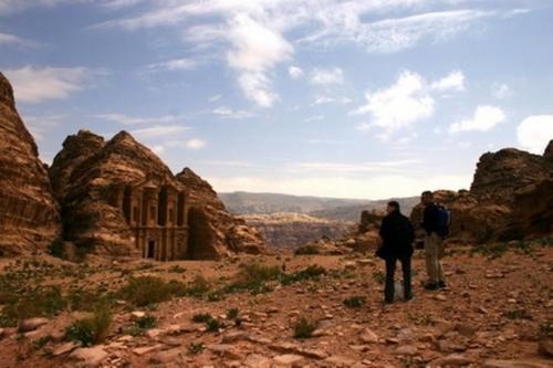 Monumen Berbentuk Batu Besar Buatan Manusia Ditemukan di Situs Berusia 2000 Tahun, Dimanakah Itu?