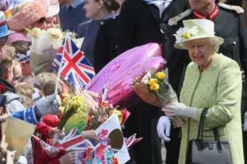 Mantan Juru Masak Pribadi Bocorkan Makanan Rahasia Ratu Inggris  Yang Menyebabkannya Tetap Segar Bugar Hingga Saat Ini di Usia  90 Tahun