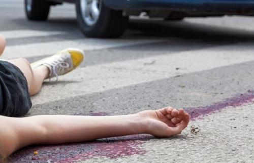 Mudik Naik Motor, Suami-Istri dan Putrinya Tewas di Jalan Raya Setelah Tertabrak Minibus