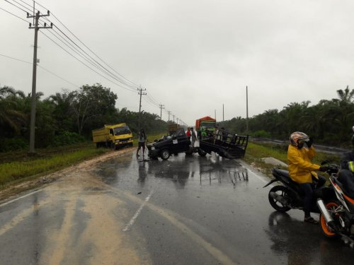 Mobil Pickup Tabrak Truk di Jalan Lintas Koto Gasib Siak, 1 Orang Meninggal Dunia