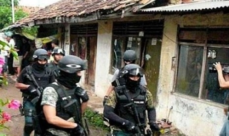 Hari Ini Densus 88 Tangkap 5 Terduga Teroris di 3 Kota di Sumbar