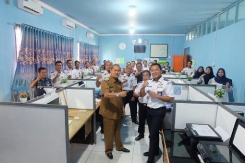 Wabup dan Kepala KSOP Tembilahan Rencanakan Pengembangan Pelabuhan di Inhil