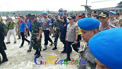 Mendarat di Teknopark Pelalawan, Menteri LHK, Kapolri dan Panglima TNI Tinjau Lokasi Karhutla