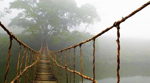 Main di Jembatan Gantung Saat Umat Islam Shalat Jumat, 27 Siswa SMP Tercebur ke Sungai Sedalam 5 Meter