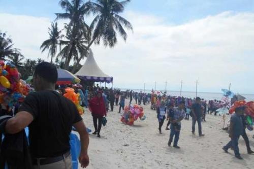 Ribuan Warga Hadiri Festival Pantai Rupat