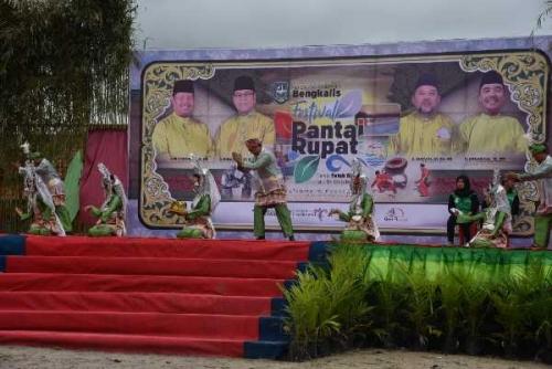 Ribuan Warga Hadiri Festival Pantai Rupat, Berbagai Lomba dan Pertunjukan Budaya Digelar