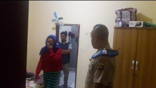Mesum dengan Polisi di Kamar Kos Tengah Malam, Istri Digerebek Suami bersama Keluarga dan Propam Polda