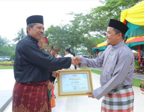 Sempena Hari Ulang Tahun Kabupaten, PT RAPP Raih Penghargaan Program Kampung Iklim di Pelalawan dan Siak