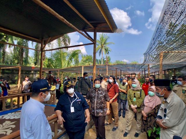Menteri LHK Resmikan KBD dan Serahkan Bantuan untuk Warga Riau