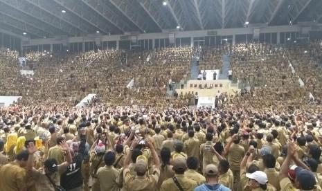 Jokowi Kumpulkan Belasan Ribu Perangkat Desa, Janji Naikkan Gaji Setara PNS Golongan IIA