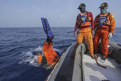 Penyelam TNI AL Temukan Kotak Hitam CVR Lion Air JT610