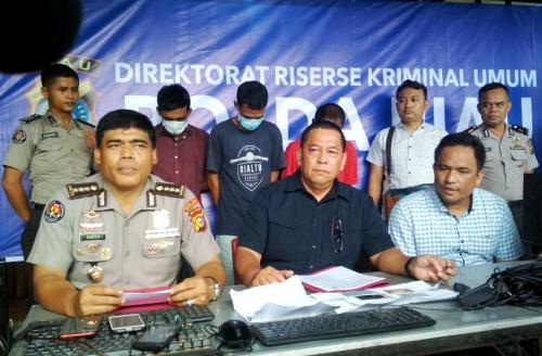 Polda Riau Ringkus Tiga Pemain Judi Online di Warnet Pekanbaru