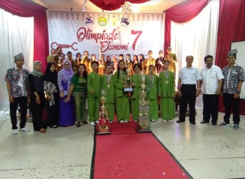 SMP Darma Loka dan SMK 8 Pekanbaru Raih Juara Umum Olimpiade ke-7 Ekonomi Unri