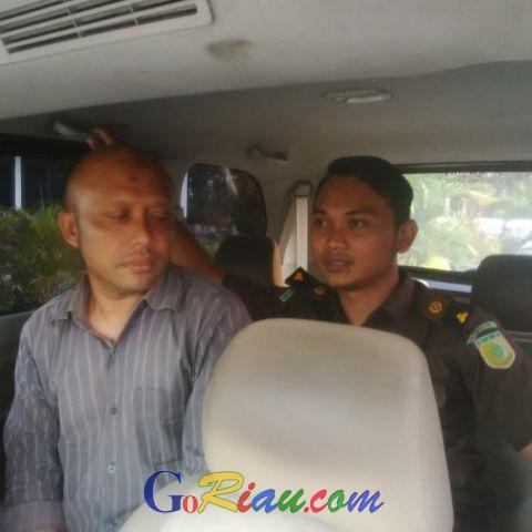 Selewengkan Aset Desa, Kades Beringin Jaya Resmi Ditahan