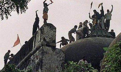 Dibangun 1527, Masjid Megah Babri Dirobohkan Kelompok Hindu 1992