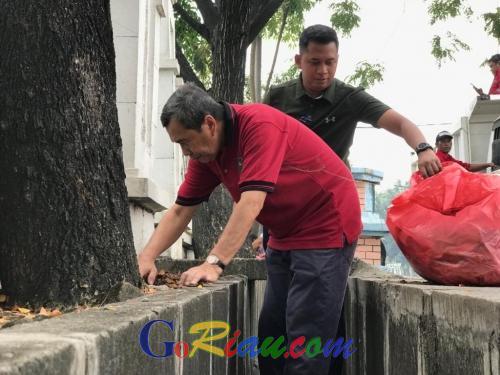 Wujudkan Riau Hijau, Gubri Syamsuar: Kantor OPD yang Gersang Segera Tanami Pohon