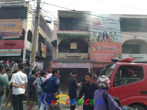 Ruko Tiga Lantai di Jalan Lembaga Permasyarakatan Kota Pekanbaru Terbakar