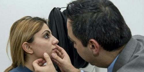 Gadis Cantik Ini Kapok Selfie Setelah Periksakan Wajah ke Dokter Kulit