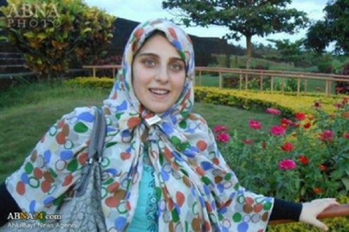 Jadi Mualaf, Putri Politikus Ini Langsung Pakai Hijab Syari