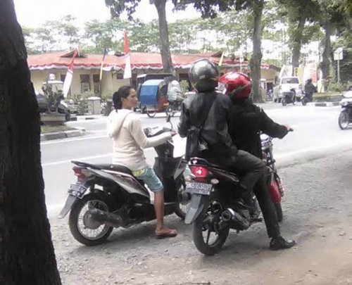 Dipepet OTK, Sambil Menangis Dua Wanita di Pekanbaru Minta Bantuan Polantas, Ternyata Ini Sebabnya..