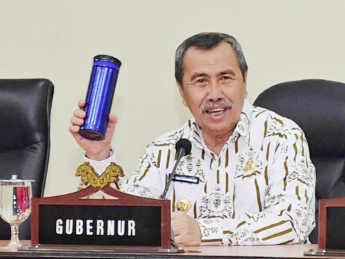 Gubri Syamsuar Mulai Kampanyekan Penggunaan Tumbler di Lingkungan Pemprov Riau