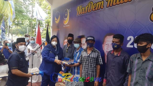 Nasdem Riau Mengaji, Muallaf Suku Akit Dapat 2000 Sajadah dan Al-Quran dari Nasdem, Diserahkan Oleh Siti Nurbaya