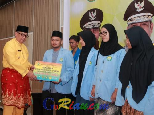 Ribuan Mahasiswa Riau Terima Beasiswa dari Pemprov Riau, Wagubri Edy Nasution: Tercipta SDM Unggul dan Berdaya Saing