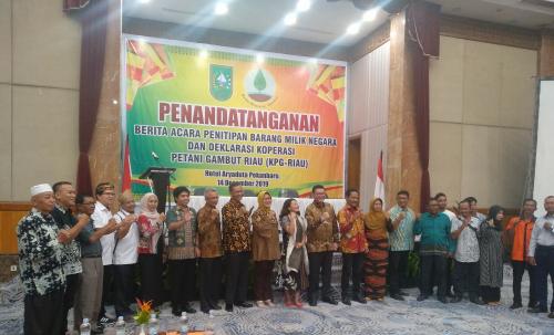Petani Binaan BRG Deklarasikan Koperasi Petani Gambut Riau