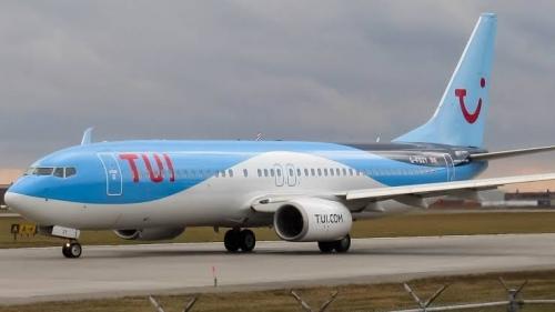 Tak Dapat Kursi, Paula Taylor dan Putrinya Terpaksa Duduk di Lantai Pesawat 2 Jam 12 Menit
