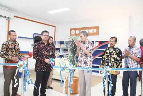 Bank Indonesia Resmikan BI Corner di Perpustakaan Polbeng