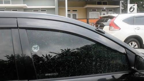 Mobil Ustazah Ditembak di Depan Tempat Pengajian