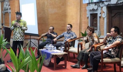 Jadi Pembicara di Bali, Bupati Inhil Sebut Fokus Cari Solusi Fluktuasi Harga Kelapa